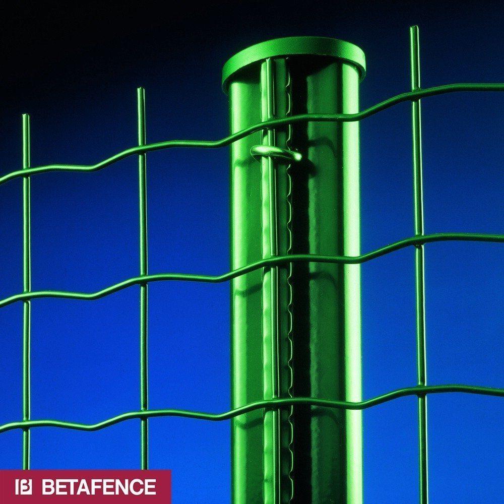Навершия устанавливаются не только на столбы, но и по всему периметру конструкции.