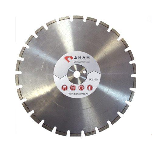 Алмазный круг режет бетон быстрее, но с арматурой ему лучше не соприкасаться.