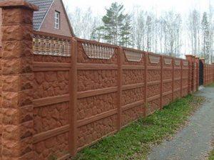 Бетонные литые конструкции, стилизованные под каменную кладку