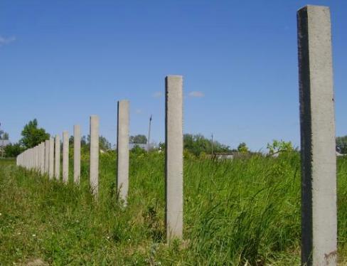 Бетонным столбам не страшно время - они как стояли, так и будут стоять еще столько же лет