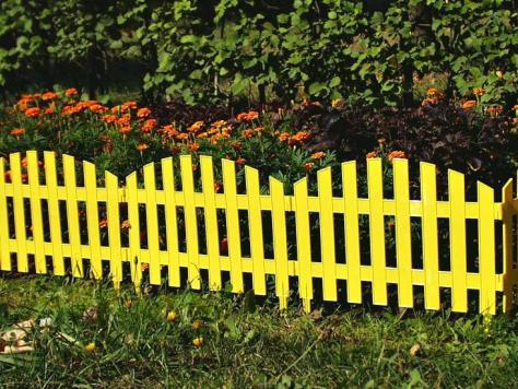 Декоративная изгородь устанавливается обычно высотой не более метра