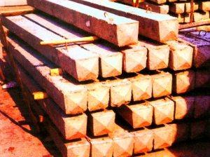 Деревянный брус для заборных стоек