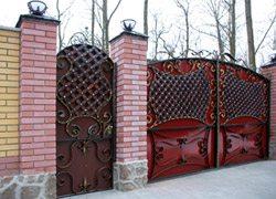 «Глухие» кованые ворота
