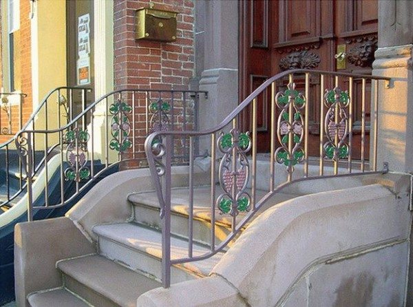 Кованая ограда для уличной лестницы