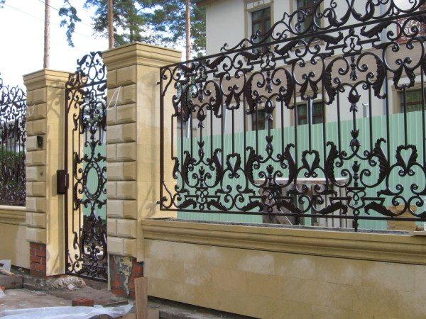 Кованые конструкции прочны, красивы и долговечны