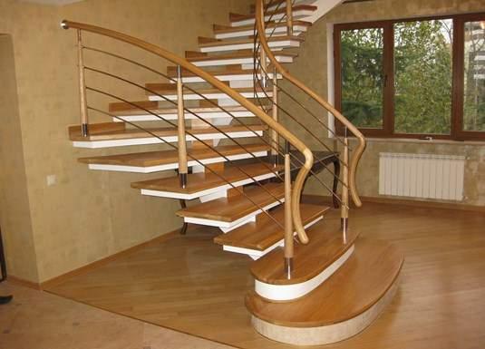 Красивая и стильная лестница – половина всей декоративной части в жилом помещении