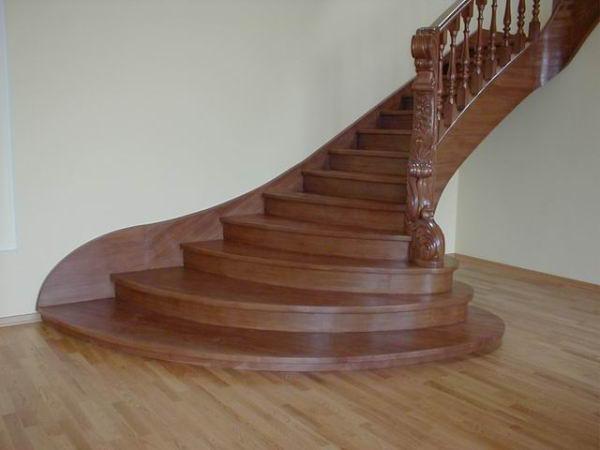 Красивые лестницы и ограждения для них – гордость любого хозяина.