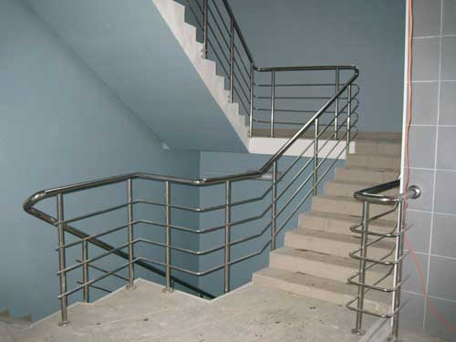 Лестничные ограждения из алюминия с тетивой