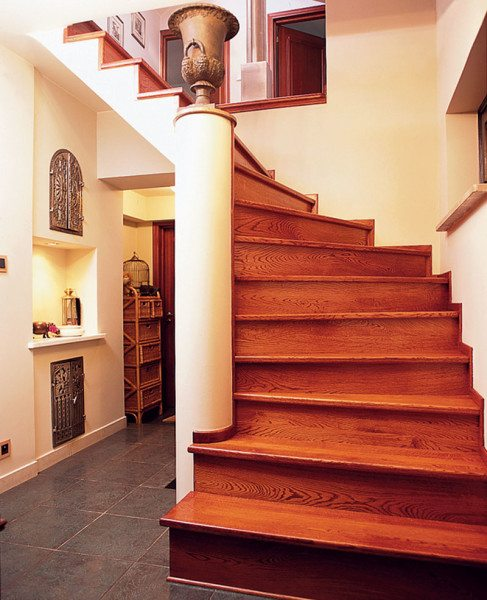 Лестница с изогнутым маршем