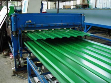 Листовой профилированный металл — один из наиболее используемых материалов в производстве современных систем ограждения.
