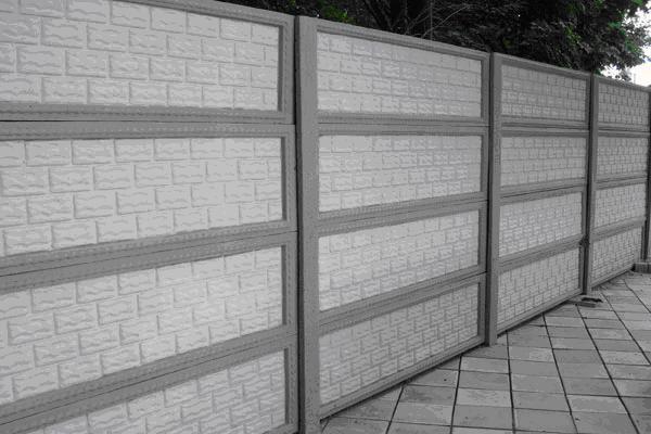 На фото бетонные наборные панели, отличный вариант для частного дома