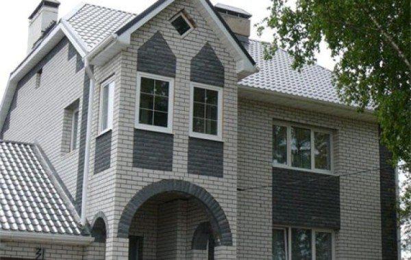На фото дом, построенный из силикатного кирпича