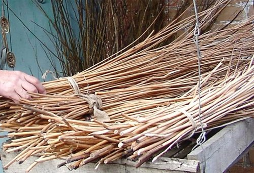 На фото представлены правильно заготовленные прутья, готовые к «работе»