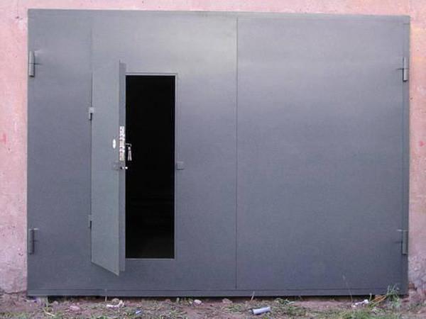 На фото: ворота из железа обеспечивают максимальную защиту от проникновения