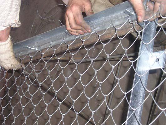 Натяжка сетки рабицы на каркас