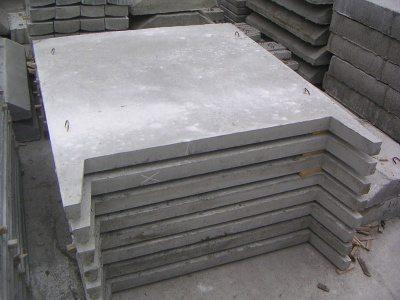 Несмотря на очень приличный вес и размеры, железобетонные плиты забора в складированном виде занимают очень немного места, причем независимо от конструктивных и дизайнерских особенностей