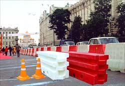 Один из вариантов амортизирующих конструкций для ограждения пешеходных зон и стоянок общественного транспорта