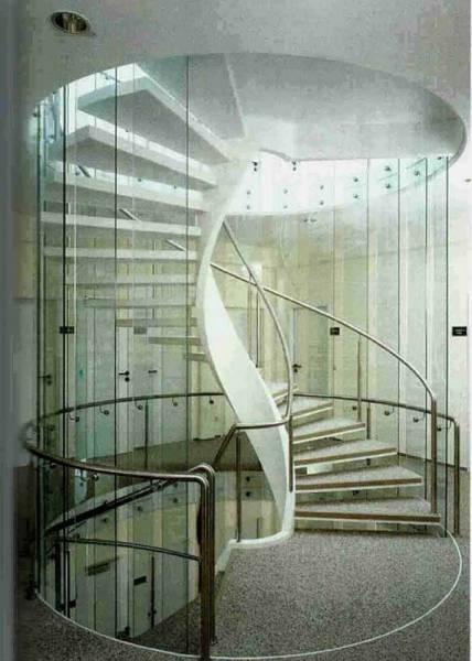 Ограждение винтовой лестницы из стекла