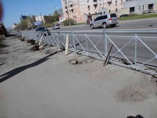 Пешеходный барьер из металла