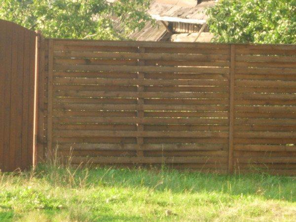 Плетёный забор сделанный из досок