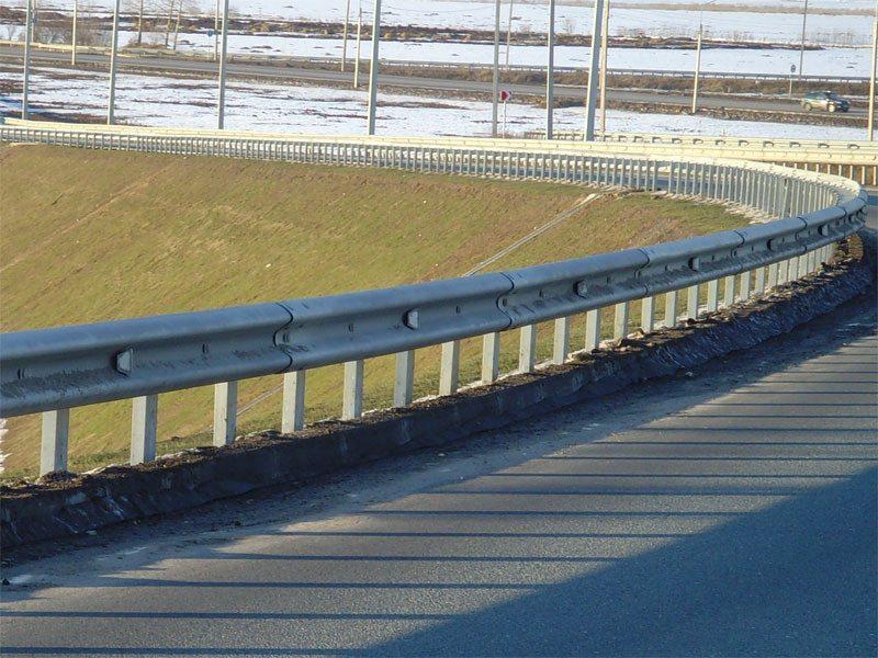 Пример ограждения вдоль трассы