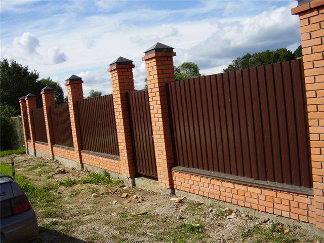 Забор с колоннами своими руками