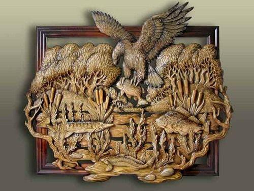Рисунок на деревянной поверхности выполненный контурным способом