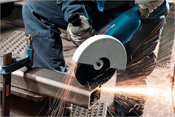 С помощью болгарки резка металла пройдет быстро и качественно