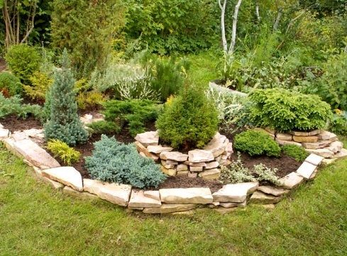 Садовые клумбы из камня