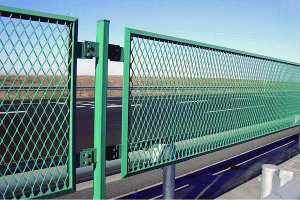 Секционный забор из сетки Рабица – разделительное ограждение
