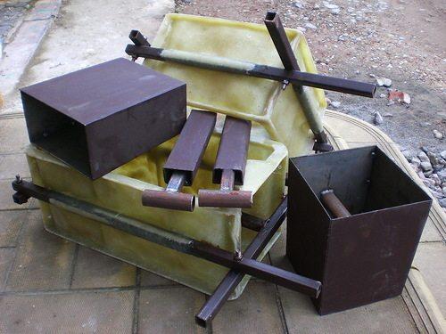 Специальная форма для изготовления блоков, выполненная из пластмассы на металлическом каркасе