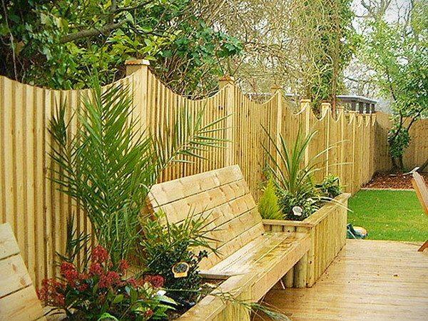 Сплошная деревянная ограда