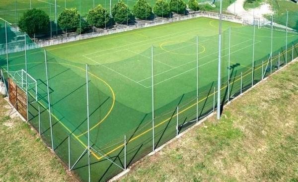 Спортивная оградительная сетка на стадионе