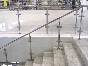 Стандартные ограждения из нержавеющей стали со стеклом