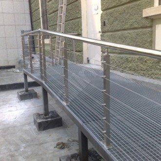Струнные алюминиевые парапеты со стальными горизонтальными канатами