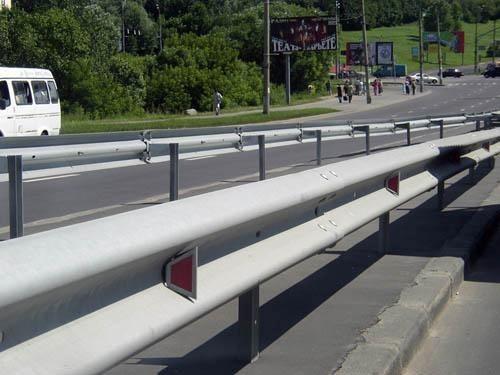Такие барьеры можно встретить на всех трассах нашей страны
