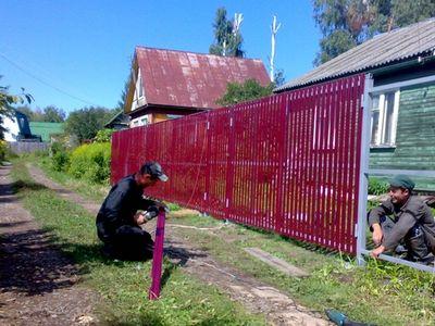 Такую ограду можно сделать своими силами.