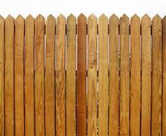 Традиционная деревянная изгородь.