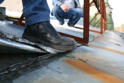 Все работы по установке заграждений на крыше должны проводиться только после ремонта кровли