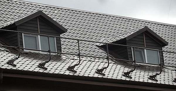 Высокое ограждение для скатной крыши