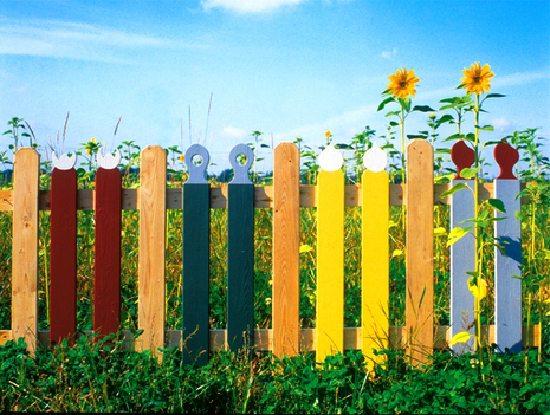 Забор – отличное украшение для участка