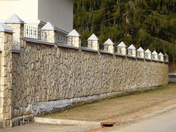 Забор из декоративного камня
