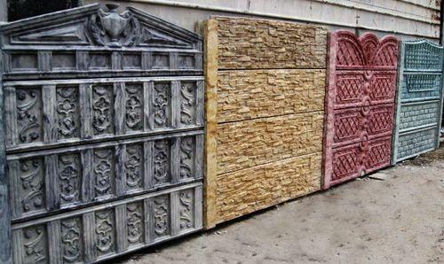 Забор из керамзитобетонных блоков может имитировать любой натуральный материал.