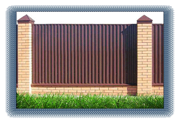 Забор с полным комплектом доборных элементов – колпаки, планки и отливы