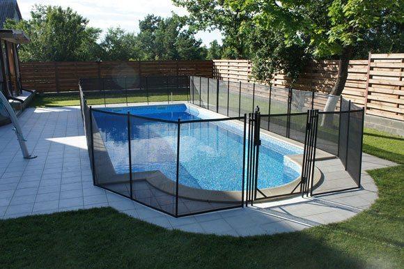 Защитный заборчик вокруг бассейна