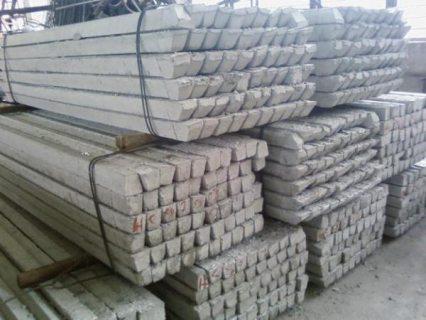 Железобетонные столбики продаются в строительных магазинах