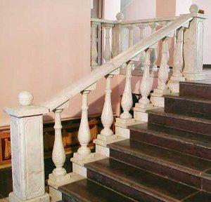 Бетонное ограждение лестницы