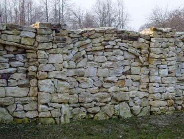 Заборы из камня своими руками