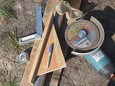 Фото – Инструмент, необходимый для обустройства пандуса и ограждения.