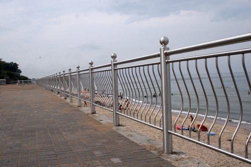 Фото ограды из нержавейки